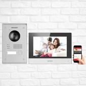 ⬇️ Zestaw wideodomofonowy Hikvision 703-P ⬇️  To gotowy zestaw systemu wideodomofonowego przeznaczony do pracy w ramach 2-przewodowego systemu IP marki Hikvision. Komplet złożony jest ze stacji bramowej DS-KV8103-IMPE2, eleganckiego monitora sterującego - DS-KH6320-WTPE2 oraz obudowy natynkowej DS-KAB8103-IMEX.  Prosta instalacja Plug&Play   Dużą zaletą zestawu, jest to, że stacja bramowa nie wymaga dodatkowego zasilacza, ponieważ możliwe jest zasilenie bezpośrednio ze stacji wewnętrznej DS-KH6320-WTPE2 za pomocą dołączonego do zestawu zasilacza. Monitor posiadają wbudowany moduł WiFi, dzięki czemu bezproblemowo można włączyć zestaw do istniejącej w budynku sieci bezprzewodowej i odbierać połączenia np. na smartfonie. Obsługę wideomofonu umożliwia program iVMS-4200 lub aplikacja Hik-Connect.  Nieprzypadkowo właśnie Ty czytasz opis zestawu wideodomofonowego Hikvision 703-P! Wiesz co dobre i najwyższej jakości! Dlatego też zapraszamy Cię do kontaktu telefonicznego ☎️ pod numerem 12 425 50 55  Jeżeli jednak wolisz kontakt bezpośredni to zapraszamy po zestaw wideodomofonowy osobiście do Krakowa przy ul. Kamieńskiego 31🏢 nasi instalatorzy i handlowcy z przyjemnością odpowiedzą na wszystkie Twoje pytania. . . . . #smarthometechnology #smarthomesystem #hikvision #hikvison #homeinspiration #safehome #smartcamera #future